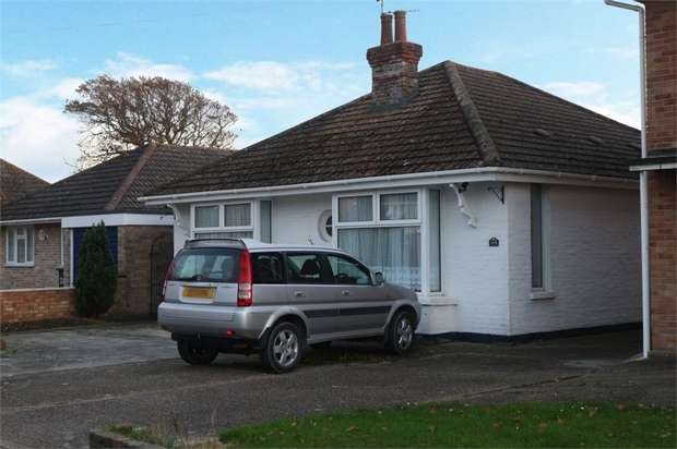 2 Bedrooms Detached Bungalow for sale in Hawthorne Grove, Hayling Island, Hampshire
