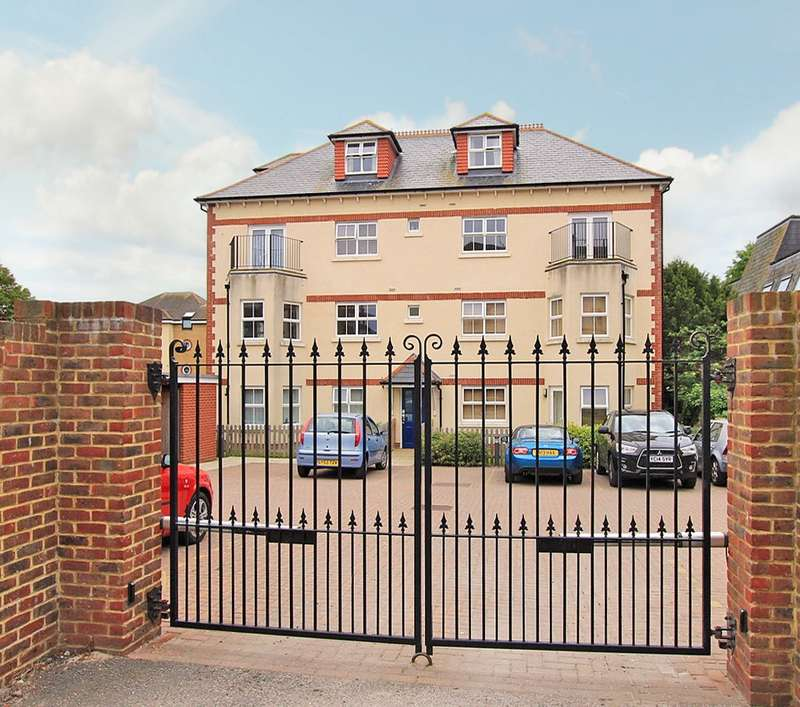 1 Bedroom Flat for sale in The Yews, St Leonards Road, Eastbourne, BN21