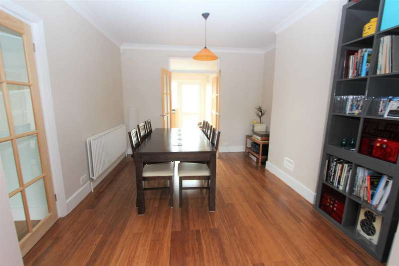 3 Bedrooms Semi Detached House for sale in Rochester Road, Gravesend