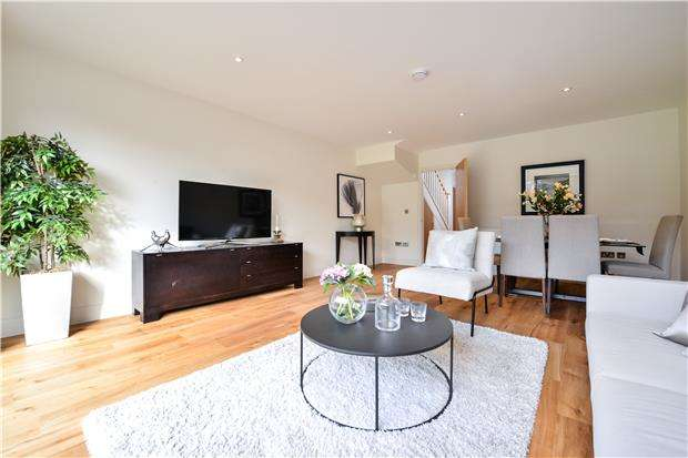 4 Bedrooms End Of Terrace House for sale in Pilgrim Close, MORDEN, Surrey, SM4 6QA