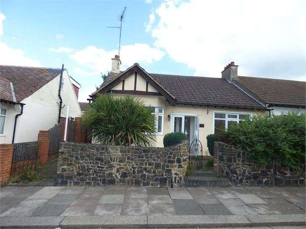 3 Bedrooms Semi Detached Bungalow for sale in Silverdale Avenue, Westcliff on sea, Westcliff on sea, SS0 9BD