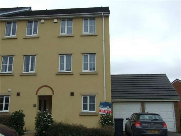 3 Bedrooms Town House for rent in Nadder Lane, SOUTH MOLTON, Devon