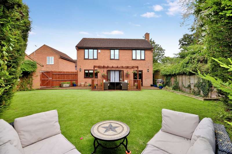 4 Bedrooms Detached House for sale in Rosebay Close, Walnut Tree