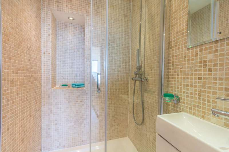 2 Bedrooms Flat for sale in Quadrangle Tower, Hyde Park Estate, W2