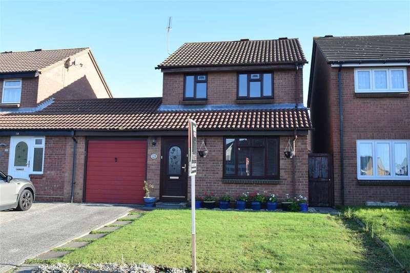 3 Bedrooms Link Detached House for sale in Beardsley Drive, Springfield, Chelmsford
