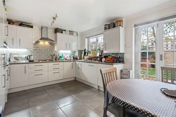 4 Bedrooms Terraced House for rent in Worcester Drive, Chiswick