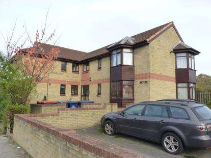 1 Bedroom Flat for sale in Juniper Lodge, 70 Brent View Road, London