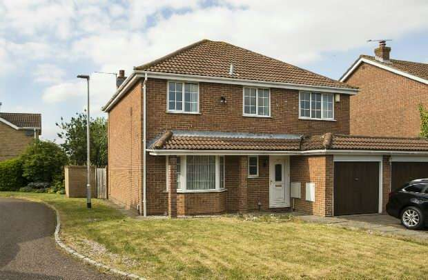 4 Bedrooms Detached House for sale in Rosemary Avenue, Earley, Reading,