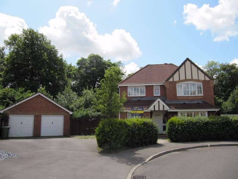 4 Bedrooms Detached House for sale in Wentworth Crescent, Beggarwood, Basingstoke, RG22