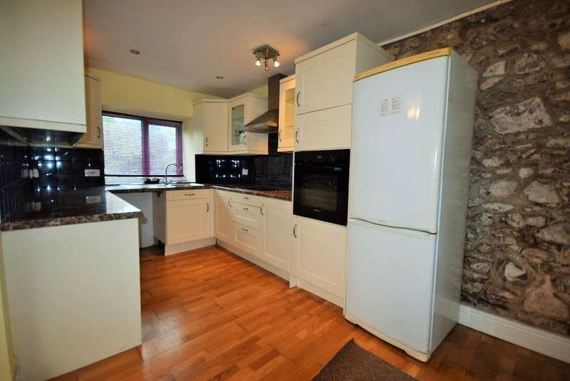 2 Bedrooms Flat for sale in St. Florence, Tenby, Pembrokeshire, SA70