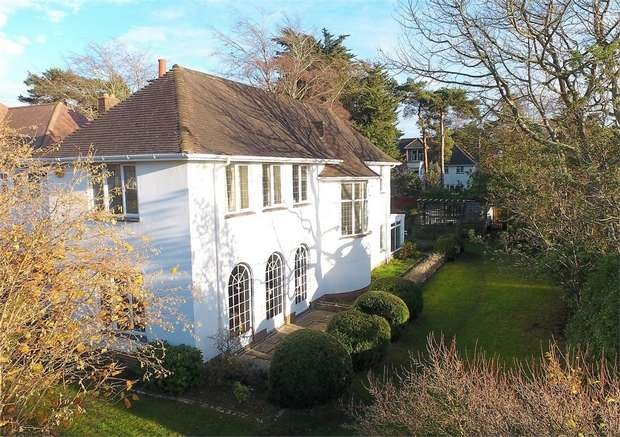 4 Bedrooms Detached House for sale in Huntly Road, Talbot Woods, Bournemouth