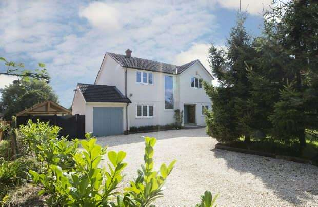 4 Bedrooms Detached House for sale in Croft Road Spencers Wood Reading