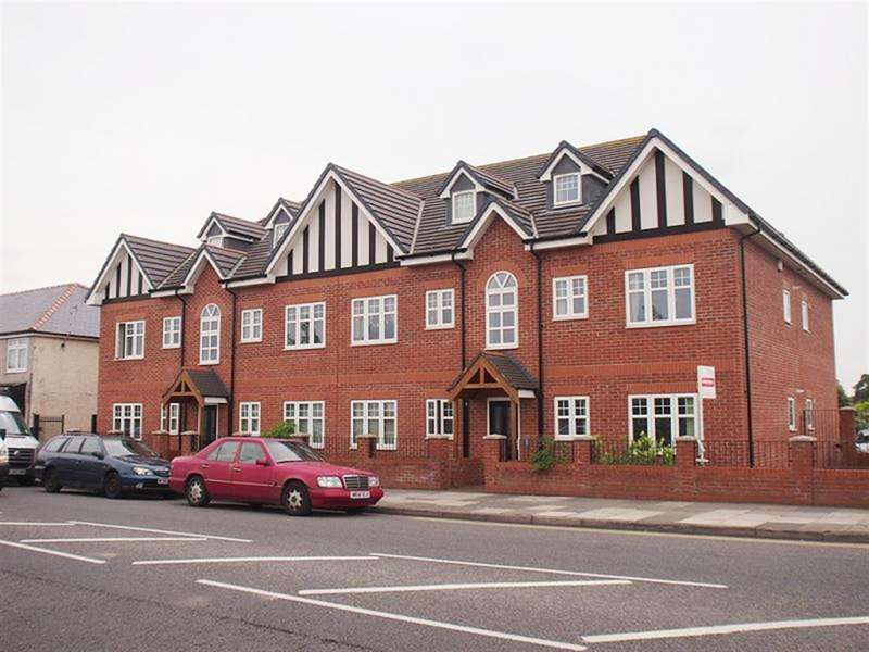 2 Bedrooms Flat for rent in Hoylake Road, Wirral, CH46 9PD