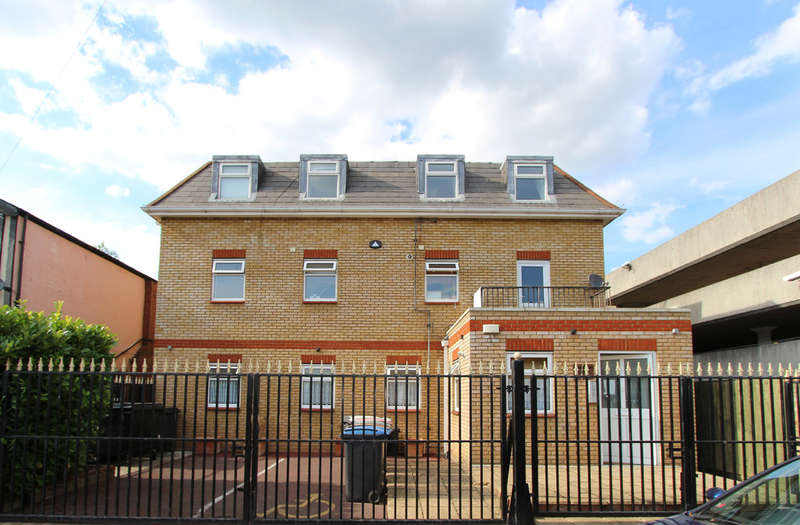 2 Bedrooms Flat for sale in Grafton Road, New Malden