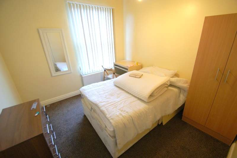5 Bedrooms End Of Terrace House for rent in Westfield Road, Hyde Park, Leeds
