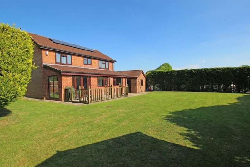 4 Bedrooms Detached House for sale in Stockclough Lane, Feniscowles, Blackburn, BB2