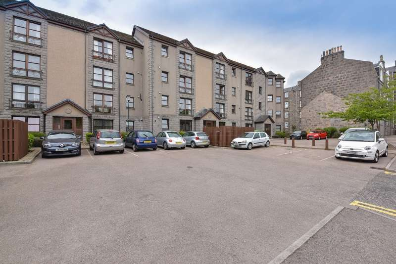 2 Bedrooms Flat for sale in Roslin Place, Aberdeen, AB24 5BG