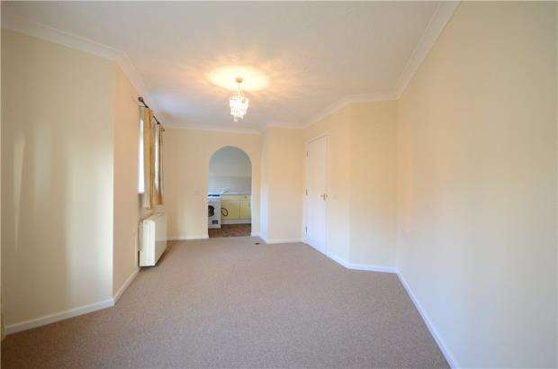 2 Bedrooms Apartment Flat for sale in Swallows Croft, Reading, Berkshire