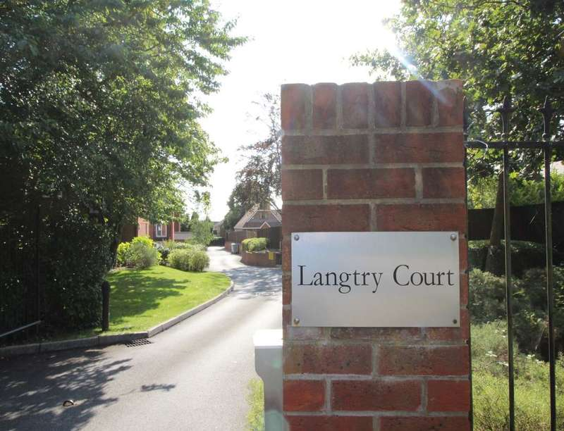 2 Bedrooms Flat for rent in Langtry Court Providence Hill, Bursledon, Southampton, SO31