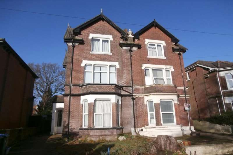 8 Bedrooms Semi Detached House for rent in Gordon Avenue, Southampton, SO14