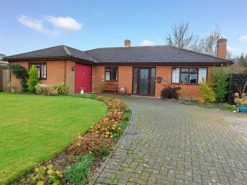3 Bedrooms Detached Bungalow for sale in School Corner, Cratfield, Halesworth, Suffolk, IP19 0BN