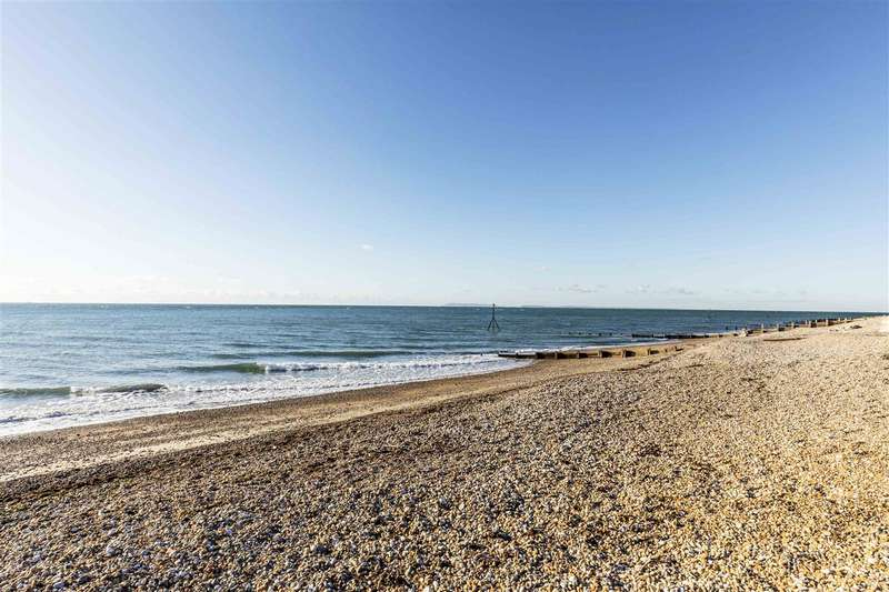 2 Bedrooms Semi Detached House for sale in Selsey
