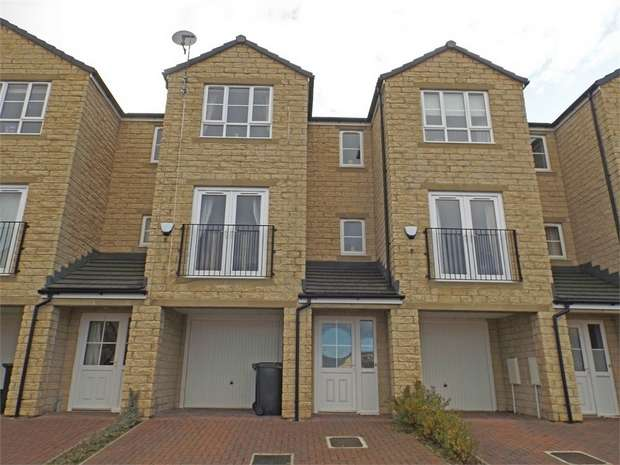 3 Bedrooms Terraced House for sale in Beech Tree Close, Keighley, West Yorkshire