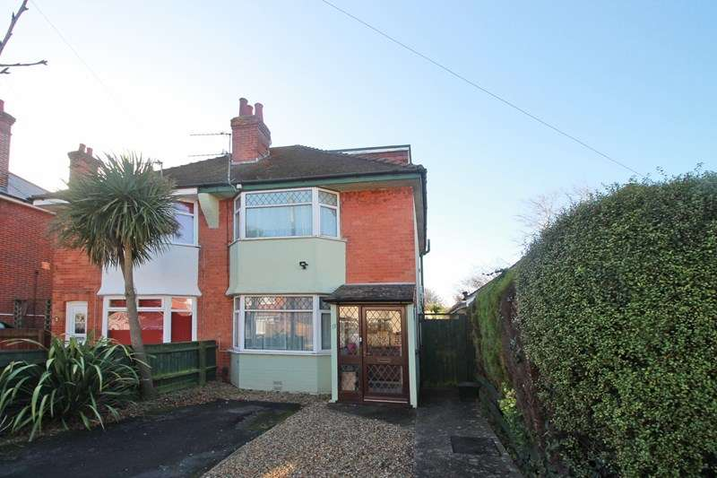 3 Bedrooms Semi Detached House for sale in Lodge Road, Christchurch