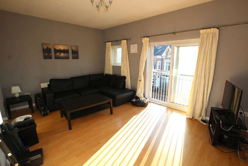 2 Bedrooms Flat for sale in Walmer Road, Liverpool, L22