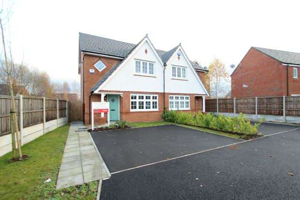 3 Bedrooms Semi Detached House for sale in Heathermount , Broadheath, Altrincham