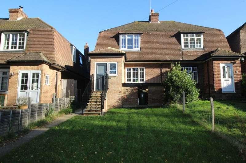 3 Bedrooms Semi Detached House for sale in Woodlands View, Badgers Mount, Sevenoaks, TN14