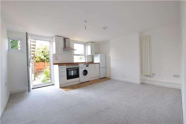1 Bedroom Flat for sale in Garden Flat, 117 Camden Road, TN1 2QY