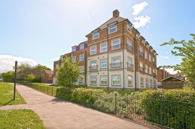 2 Bedrooms Flat for sale in Sherlock House, Lynley Close, Maidstone, ME15