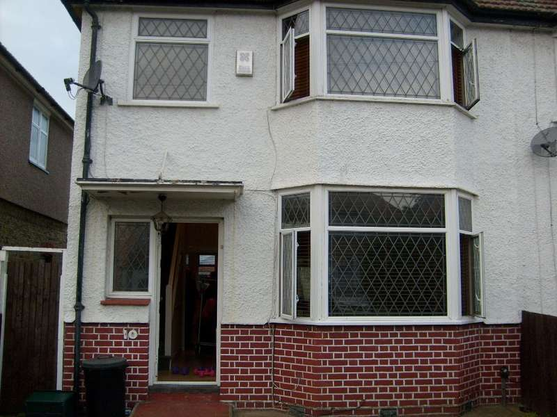 3 Bedrooms Property for rent in The Wa, Heston, TW5
