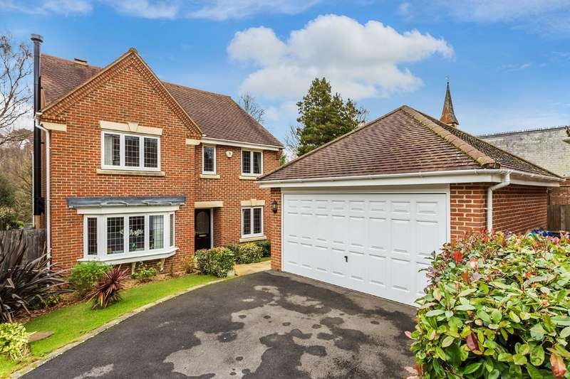 4 Bedrooms Detached House for sale in Vicarage Close, Colgate