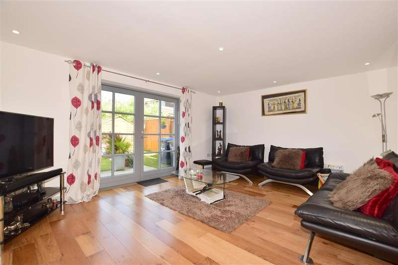 4 Bedrooms Detached House for sale in Bluebird Walk, , Burgess Hill, West Sussex
