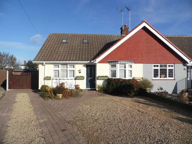 2 Bedrooms Semi Detached Bungalow for sale in Randway, Rayleigh