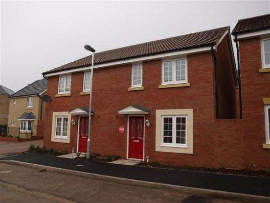 3 Bedrooms Semi Detached House for rent in Walkinshaw Road, Swindon, SN2 2FJ