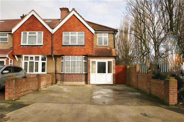3 Bedrooms End Of Terrace House for rent in NORTH HAYES