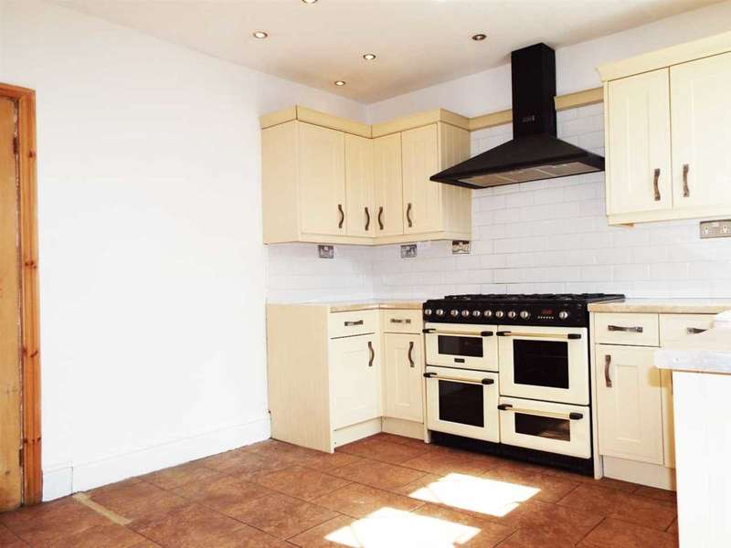 3 Bedrooms Terraced House for rent in Queen Street, Royton