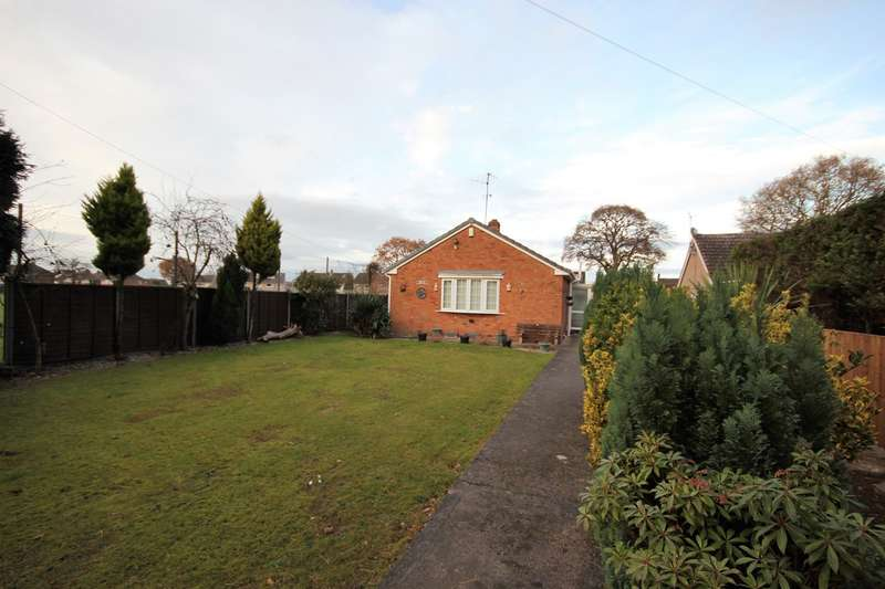 2 Bedrooms Bungalow for sale in Droitwich Road, Fernhill Heath, Worcester, WR3