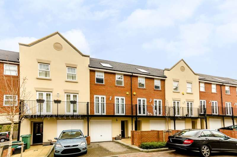4 Bedrooms House for rent in Lescot Place, Bromley Common, BR2