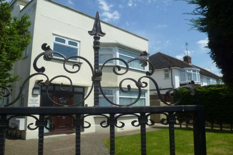 3 Bedrooms Flat for rent in Goring Road, Goring-By-Sea, Worthing, BN12