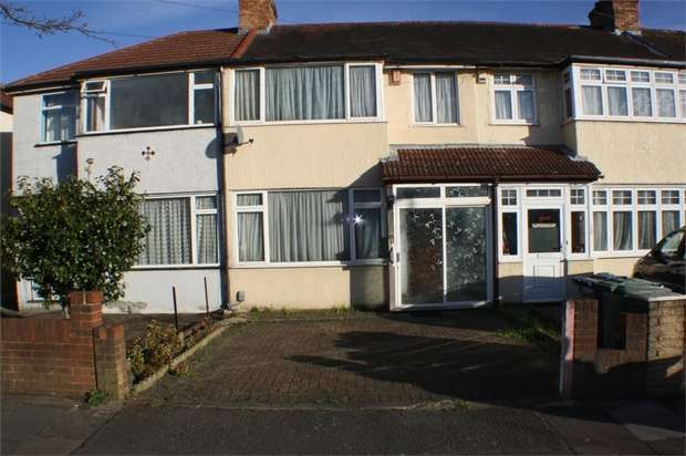 3 Bedrooms Terraced House for sale in Constable Gardens, Edgware, Middlesex