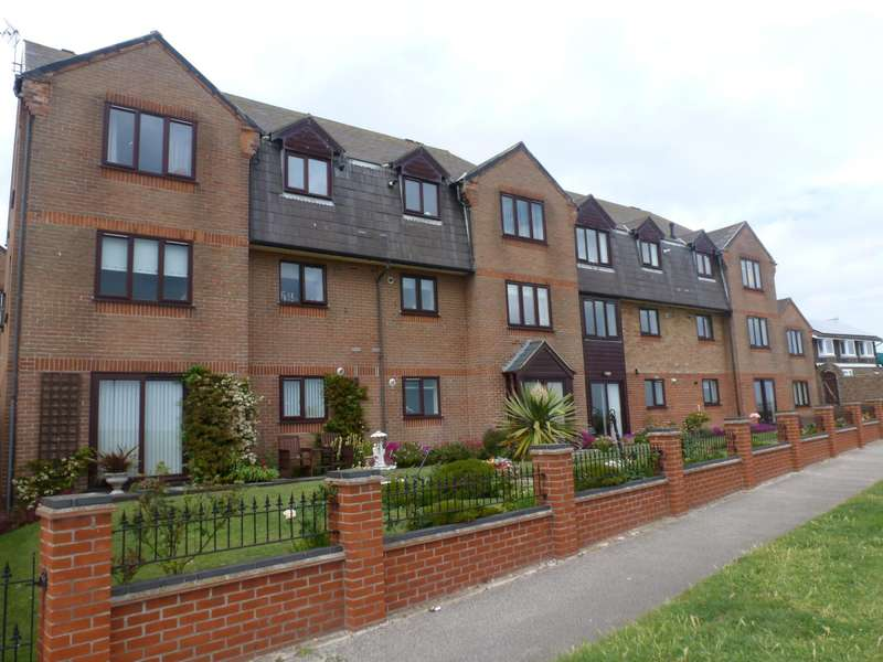 2 Bedrooms Flat for rent in Beachmans Court, Pakefield