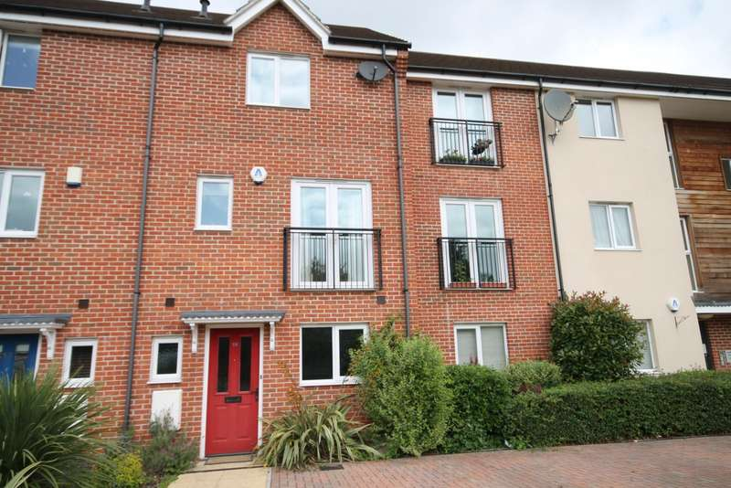 4 Bedrooms Town House for rent in Skippetts Gardens, Basingstoke