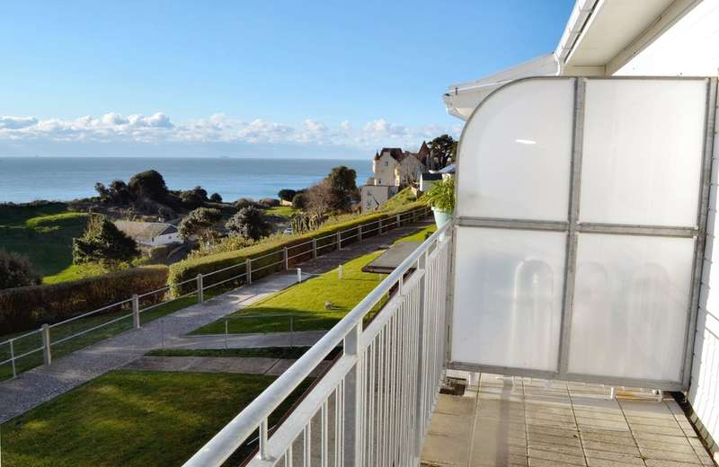 2 Bedrooms Flat for sale in Madeira Road, Ventnor