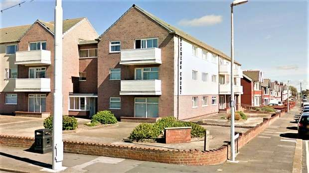 2 Bedrooms Apartment Flat for sale in Duchess Court Queens Promenade, Blackpool, FY2