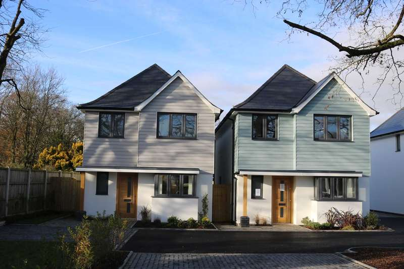 4 Bedrooms Detached House for sale in BH23 Rose Gardens, Christchurch