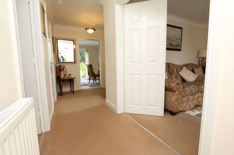 4 Bedrooms Detached House for sale in Brookwater Drive, Shipley, West Yorkshire, BD18 1PY